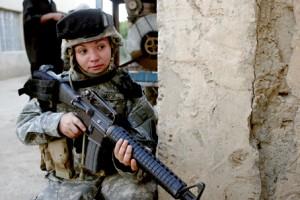 1ad_47fsb_female_soldier_iraq_27sep06-300x200