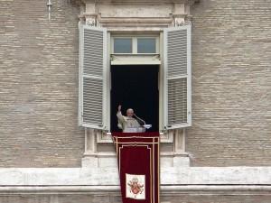 Pope_Benedict_XVI[3]