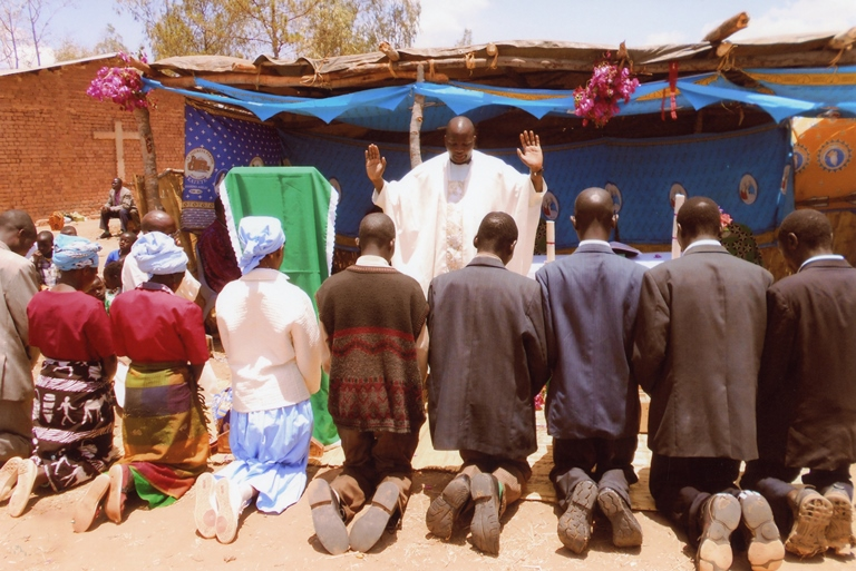 Mass in Malawi; ACN photo