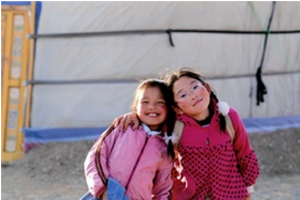 Children in front of a chapel in the Apostolic Prefecture of Ulaanbaatar, Mongolia (© ACN)