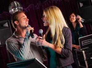 karaoke-couple